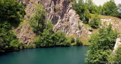 Lac-loudenvielle-rocher
